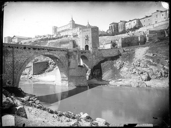CA-0475-VI_Vista del puente de Alcántara y del Alcázar