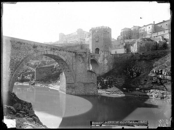 CA-0476-VI_Vista del puente de Alcántara y del Alcázar