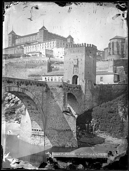 CA-0477-VI_Vista del puente de Alcántara y del Alcázar