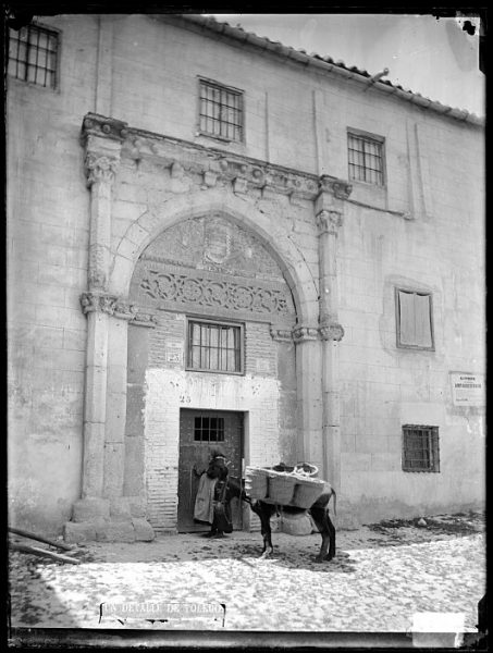 CA-0485-VI_Portada de la casa de los Toledo en la calle de la Ciudad