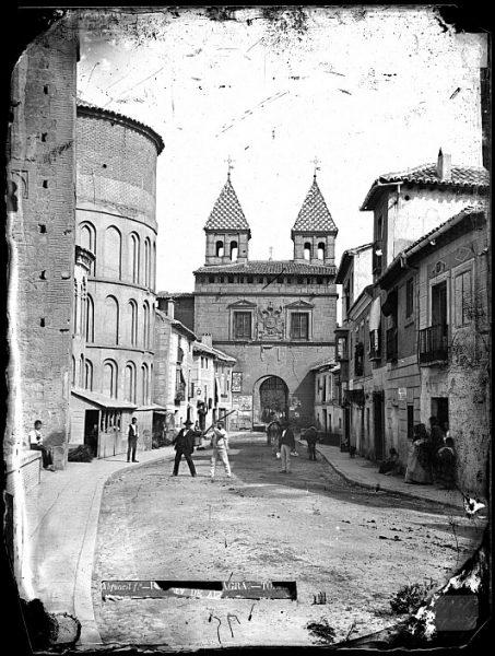 CA-0502-VI_Vista de la Puerta de Bisagra desde la calle de Santiago del Arrabal