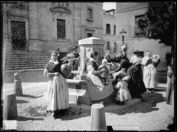 CA-0717-VI_Abasto de agua en la fuente de la plaza del Padre Juan de Mariana