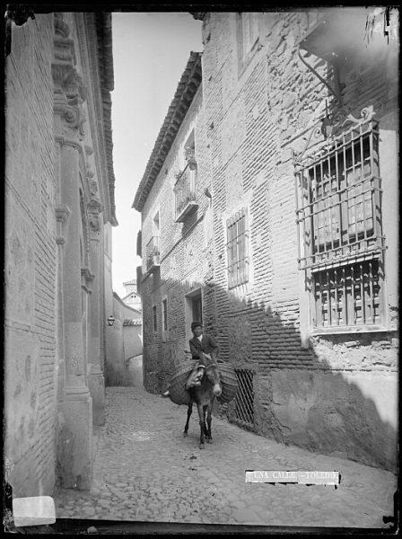 CA-0733-VI_Hombre montado en su burro por la calle de Santa Isabel