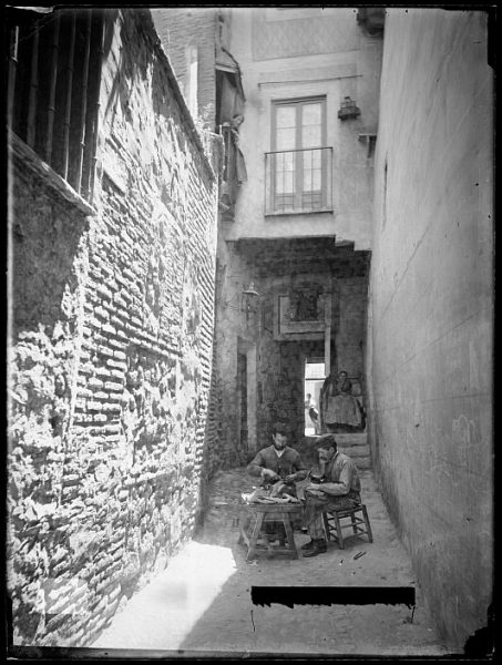 CA-0735-VI_Zapateros en el cobertizo de la Soledad