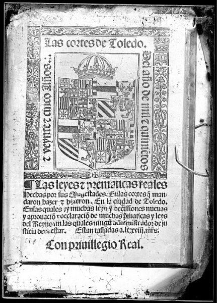 CA-0803-VI_Grabado del escudo imperial de Carlos V reproducido en un libro editado en la primera mitad del siglo XVI
