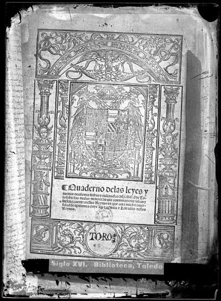 CA-0805-VI_Grabado del escudo imperial de Carlos V reproducido en un libro editado en la primera mitad del siglo XVI
