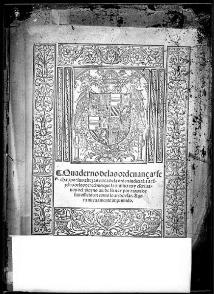 CA-0818-VI_Grabado del escudo imperial de Carlos V incluido en la portada del libro Quaderno de las ordenanças fechas por sus altezas cerca de la orden judicial, e ara[n]zeles de los derechos que las justi