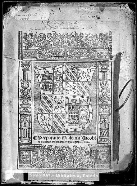 CA-0820-VI_Grabado de un escudo incluido en la portada del libro Preparatio dialetica Jacobi de Naueros artium ac sacre theologie professoris de Jaime de Naueros, impreso en Alcalá de Henares en 1542