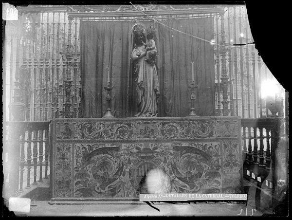 Catedral-Altar con la imagen de la Virgen Blanca en el coro_CA-0158-VI