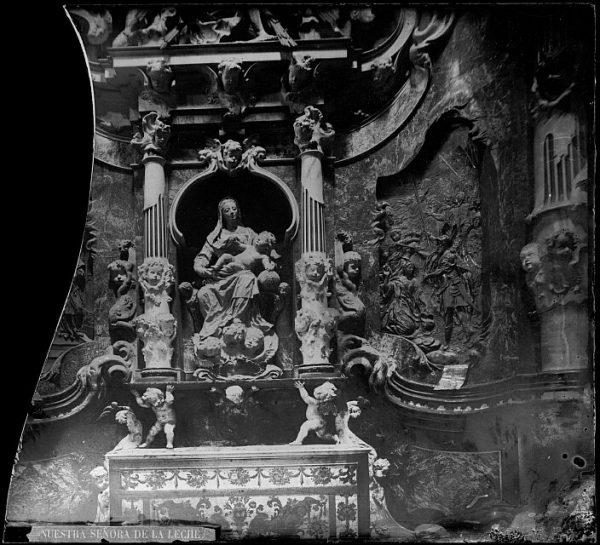 Catedral-Altar con la imagen de la Virgen de la Leche en la girola_CA-0299-VI