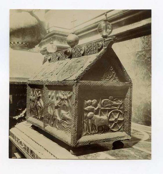Catedral-Baúl o arcón decorado-Colección Luis Alba_LA-1434207-PA