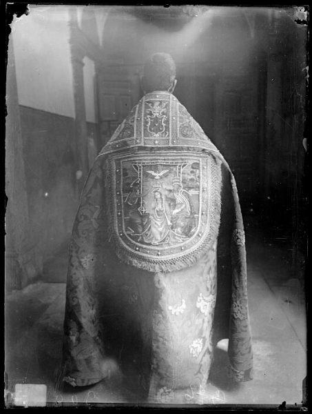 Catedral-Capa del terno de Fonseca con la escena de la Coronación de la Virgen_CA-0231-VI