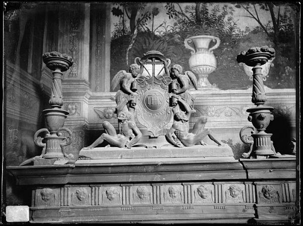 Catedral-Copete de uno de los cuerpos del armario en la Antesala Capitular_CA-0264-VI