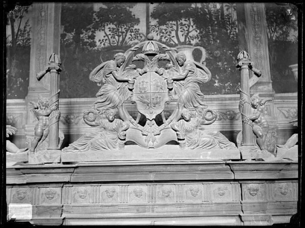 Catedral-Copete de uno de los cuerpos del armario en la Antesala Capitular_CA-0265-VI