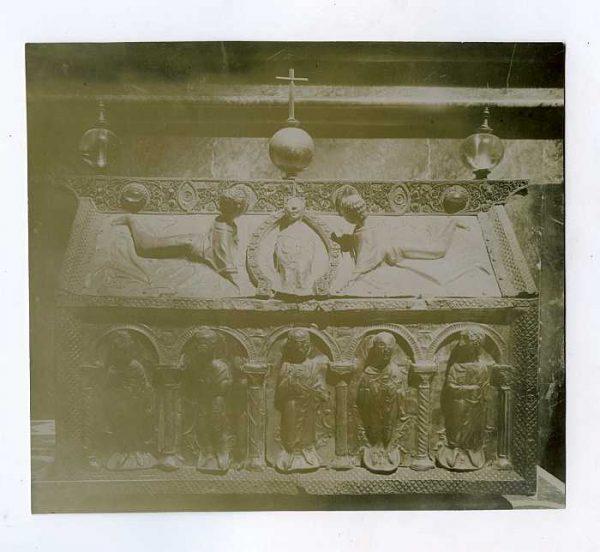 Catedral-Detalle de baúl o arcón decorado-Colección Luis Alba_LA-1534208-PA