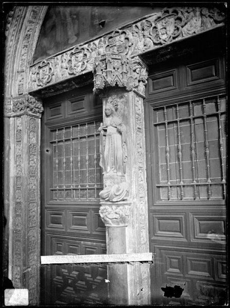 Catedral-Detalle de la Puerta de la Visitación en el claustro_CA-0204-VI