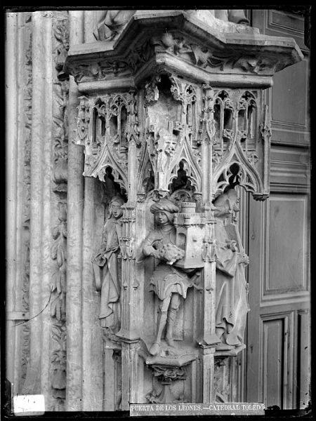 Catedral-Detalle de la Puerta de los Leones desde el exterior_CA-0190-VI