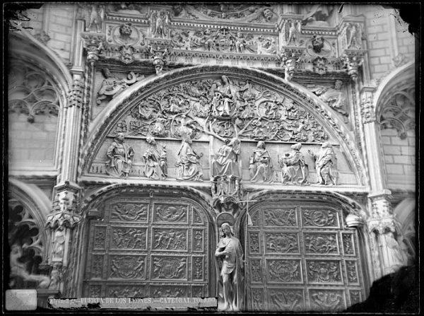 Catedral-Detalle de la Puerta de los Leones desde el interior_CA-0196-VI