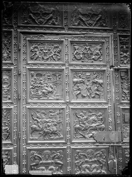 Catedral-Detalle de la Puerta de los Leones desde el interior_CA-0218-VI