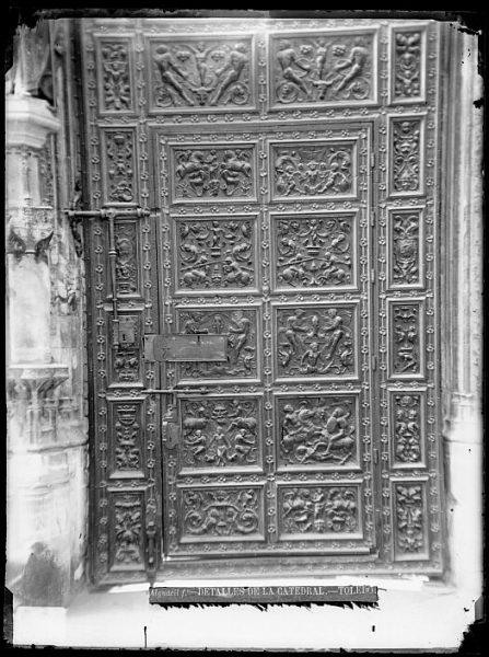 Catedral-Detalle de la Puerta de los Leones desde el interior_CA-0219-VI