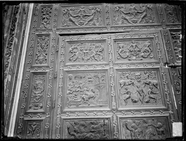 Catedral-Detalle de la Puerta de los Leones desde el interior_CA-0258-VI