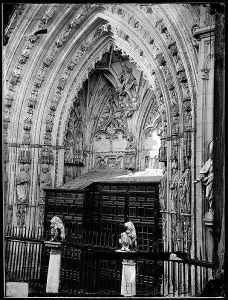 Catedral-Detalle de la Puerta de los Leones_CA-0189-VI