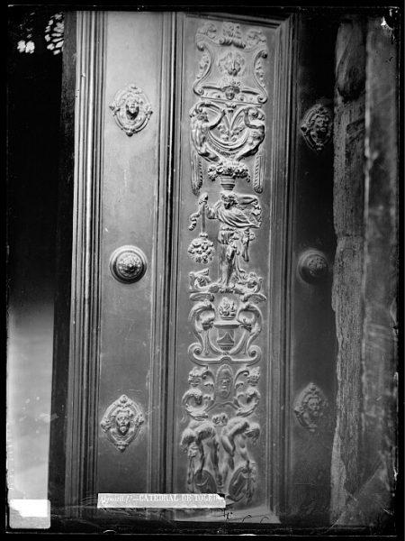 Catedral-Detalle de una puerta_CA-0261-VI