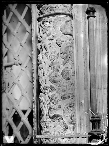 Catedral-Detalle decorativo en la jamba de una de las puertas del claustro_CA-0101-VI