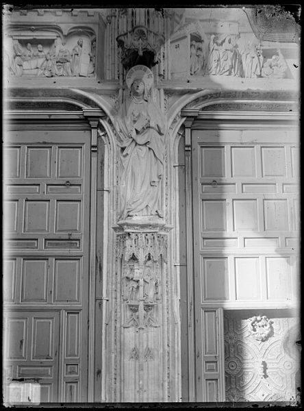 Catedral-Detalle del parteluz de la Puerta de los Leones_CA-0202-VI