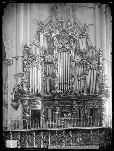 Catedral-Ërgano de Pedro de Liborna Echevarría en el interior del coro_CA-0123-VI