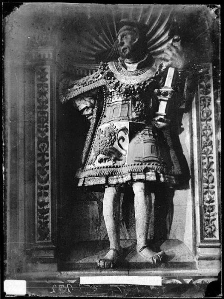 Catedral-Estatua de macero en la Capilla de Reyes Nuevo_CA-0094-VI