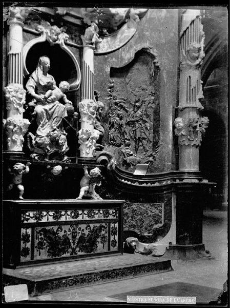 Catedral-Imagen de la Virgen de la Leche en la girola_CA-0298-VI