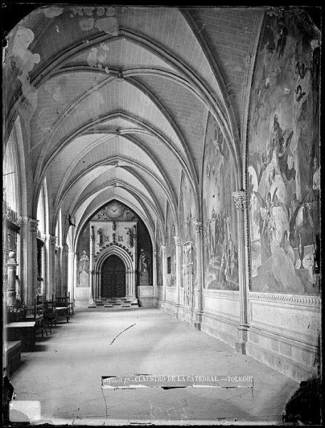 Catedral-Nave del claustro con la puerta de la capilla de San Blas_CA-0104-VI