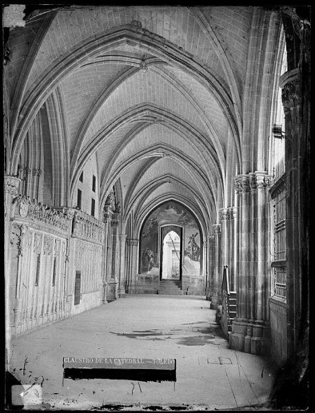 Catedral-Nave del claustro con la puerta del Niño Perdido_CA-0107-VI