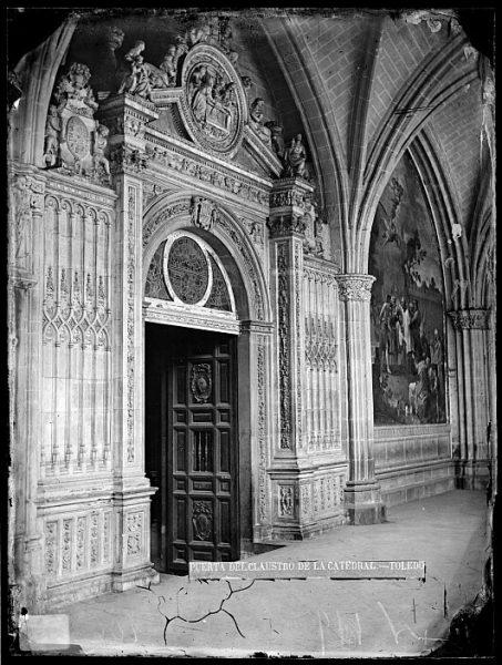 Catedral-Puerta de la Presentación en el claustro_CA-0207-VI