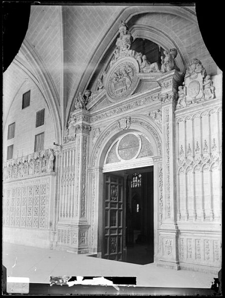 Catedral-Puerta de la Presentación en el claustro_CA-0208-VI