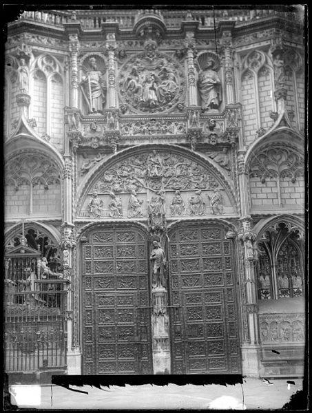 Catedral-Puerta de los Leones desde el interior_CA-0200-VI