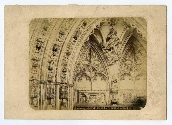 Catedral-Puerta de los Leones - Detalle-Colección Luis Alba_LA-534059-PA