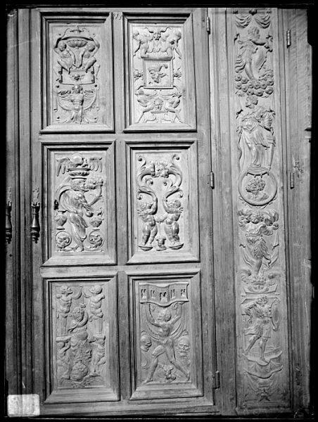 Catedral-Puerta de un armario en la Antesala Capitular_CA-0215-VI