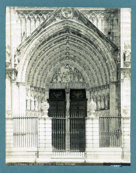 Catedral-Puerta del Perdón-Colección Luis Alba_LA-233056-PA