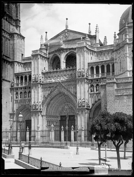 Catedral-Puerta del Perdón en la fachada principal_CA-0211-VI