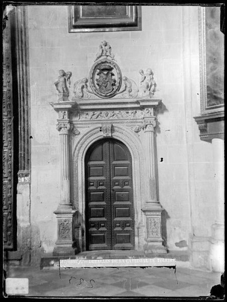 Catedral-Puerta lateral situada junto a la capilla de San Pedro_CA-0210-VI
