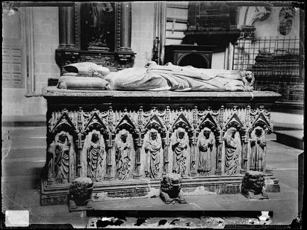 Catedral-Sepulcro del arzobispo D Gil Álvarez de Albornoz en la capilla de San Ildefonso_CA-0286-VI