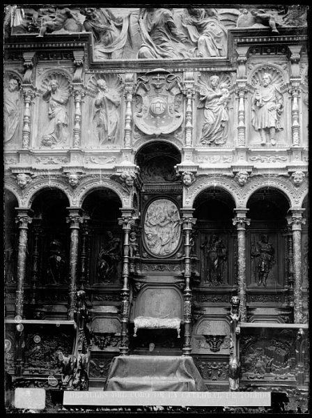 Catedral-Silla del deán en la sillería baja del coro_CA-0149-VI