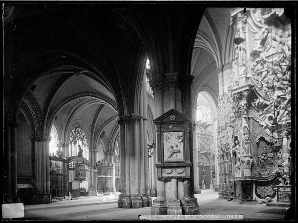 Catedral-Vista de la girola cerca del Transparente_CA-0172-VI