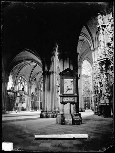 Catedral-Vista de la girola cerca del Transparente_CA-0176-VI