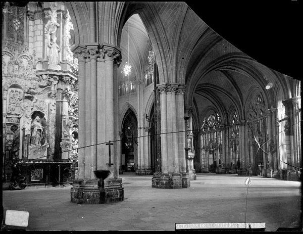 Catedral-Vista de la girola realizada cerca de la imagen de Santa Leocadia_CA-0177-VI