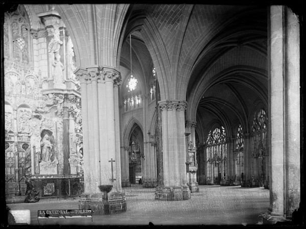 Catedral-Vista de la girola realizada cerca de la imagen de Santa Leocadia_CA-0178-VI