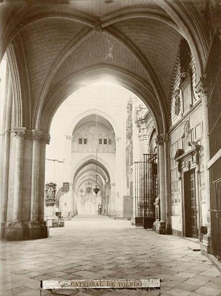 Catedral-Vista de la nave lateral junto a la capilla del Sagrario y la sacristía_CA-0169-PA