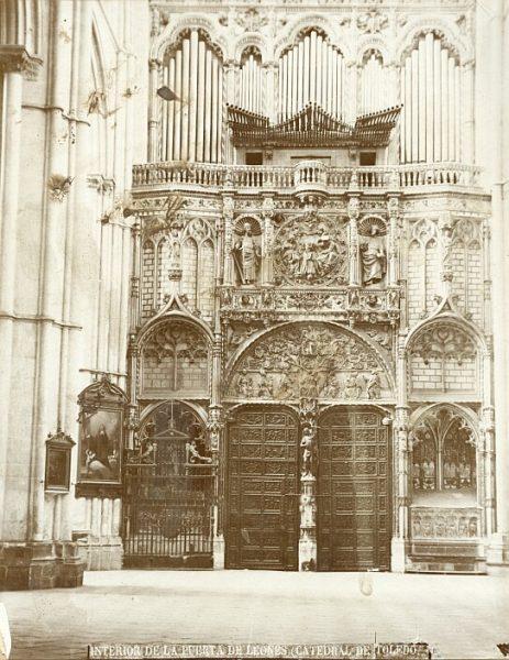 Catedral-Vista de la Puerta de los Leones desde el interior con el órgano del Emperador_CA-0195-PA